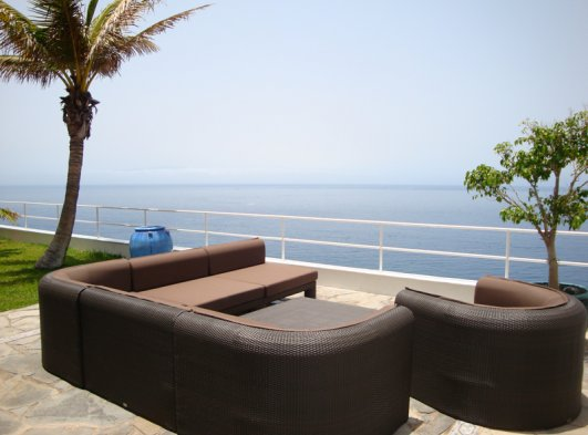 Lounge of the terrace with view to la Gomera and the cliffs